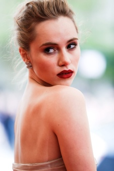 suki_waterhouse_3183_683x1024